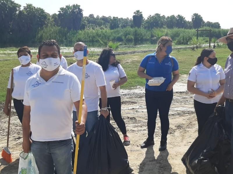 Realizan dependencias municipales jornada de limpieza en estero Josefino