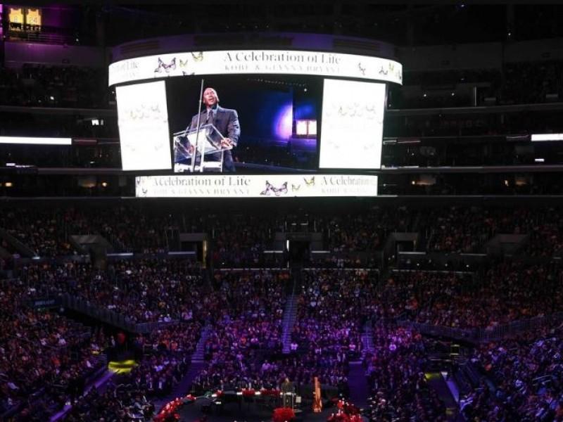 Realizan emotivo homenaje a Kobe Bryant y su hija