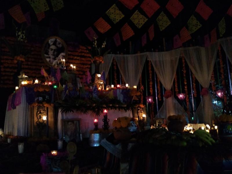 Realizan en Jiquilpan tradicional concurso de altares