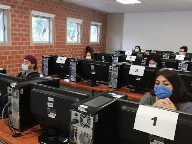 Realizan examen de admisión de manera presencial en UCEMICH
