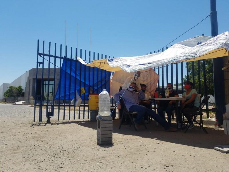 Realizan huelga contra fabrica Kingston por liquidación injusta