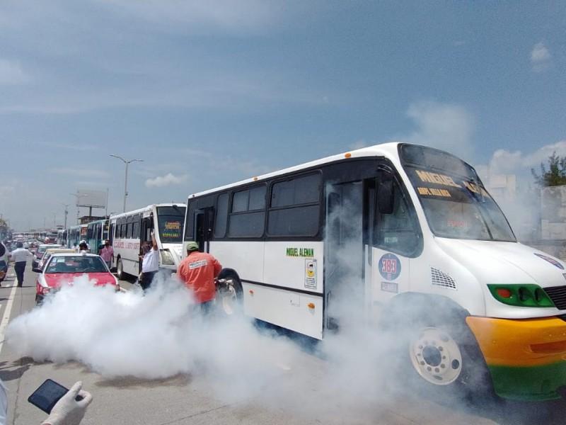 Realizan jornada de sanitización de unidades de transporte y taxis