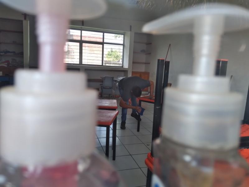 Realizan limpieza en las escuelas ante el regreso a clases