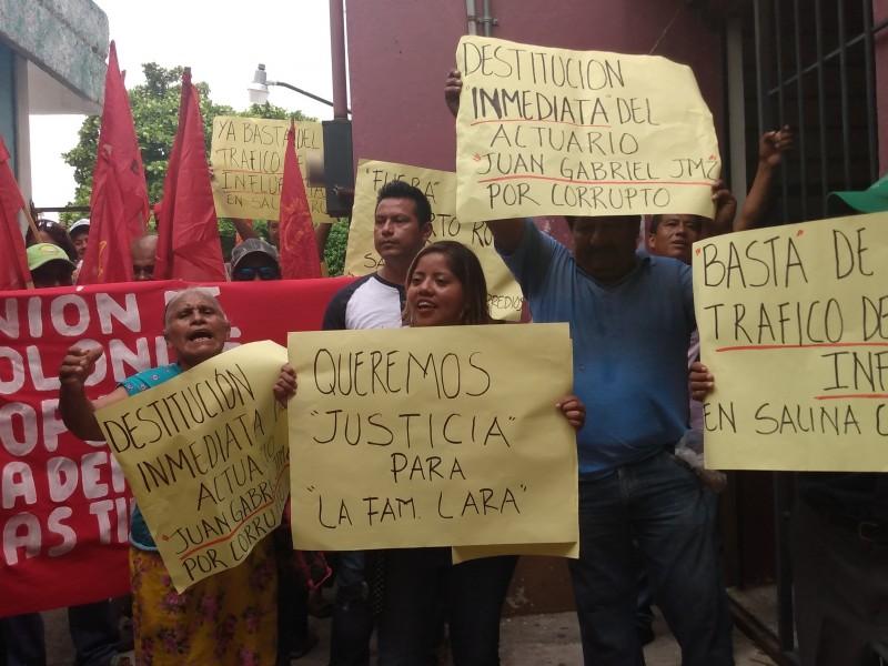 Realizan marcha por desalojo en Salina Cruz