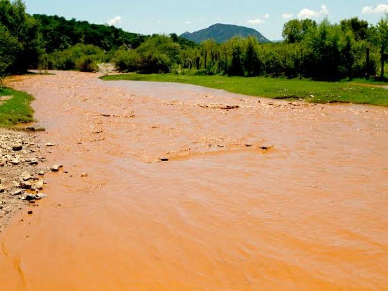 Realizan muestreos en agua, aire y suelo en Río Sonora