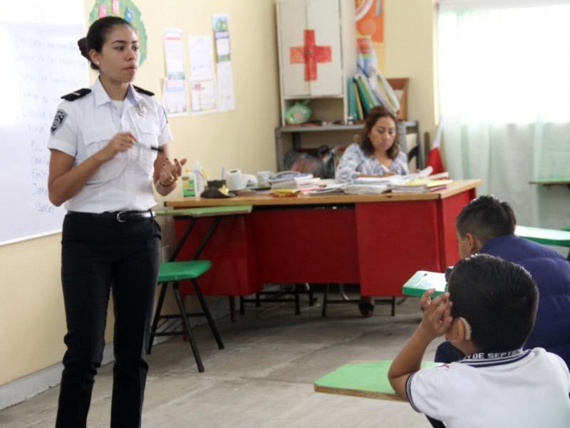 Realizan operativo mochila en escuelas contra delitos