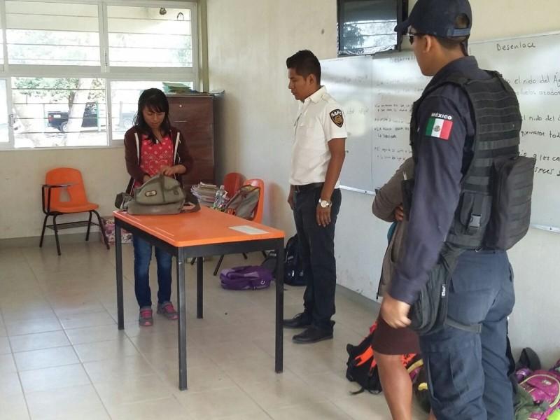 Realizan operativo mochila en preparatoria de TGZ