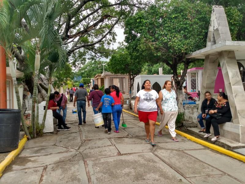 Arranca operativos en panteones previo a Todos Santos