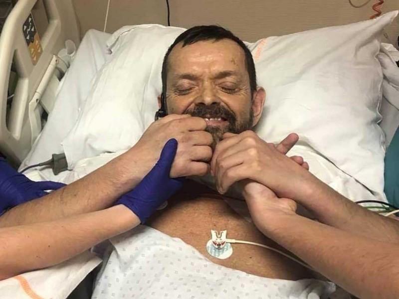 Realizan por primera vez doble trasplante de brazos y hombros