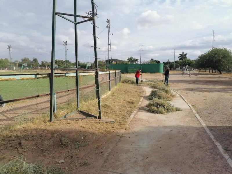Realizan trabajo de mantenimiento en 'Llanito Azteca'