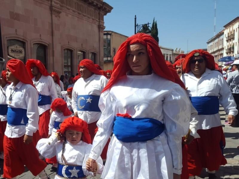 Realizan tradicional desfile de Morismas de Bracho