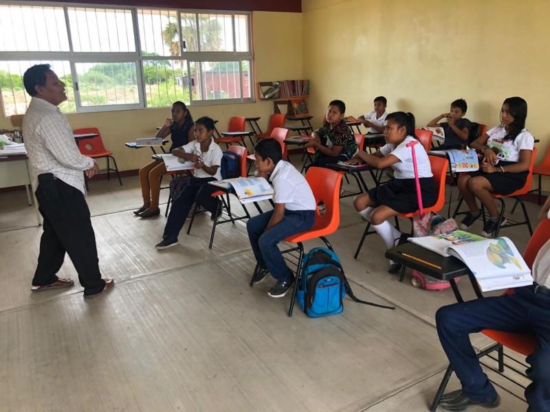 Reanudan clases en escuela de colonia marginada de Juchitán