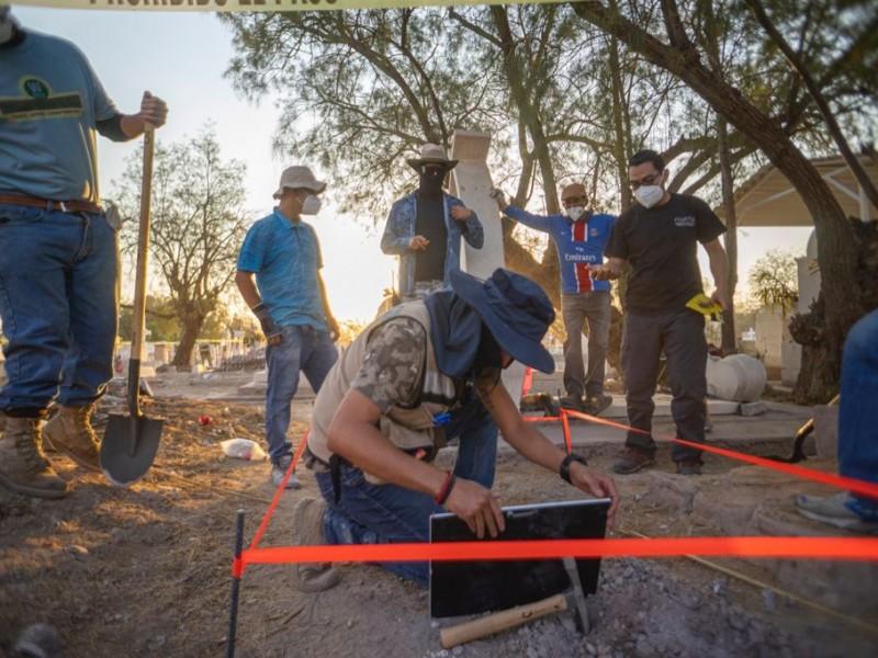 Reanudan en Torreón exhumación de restos no identificados