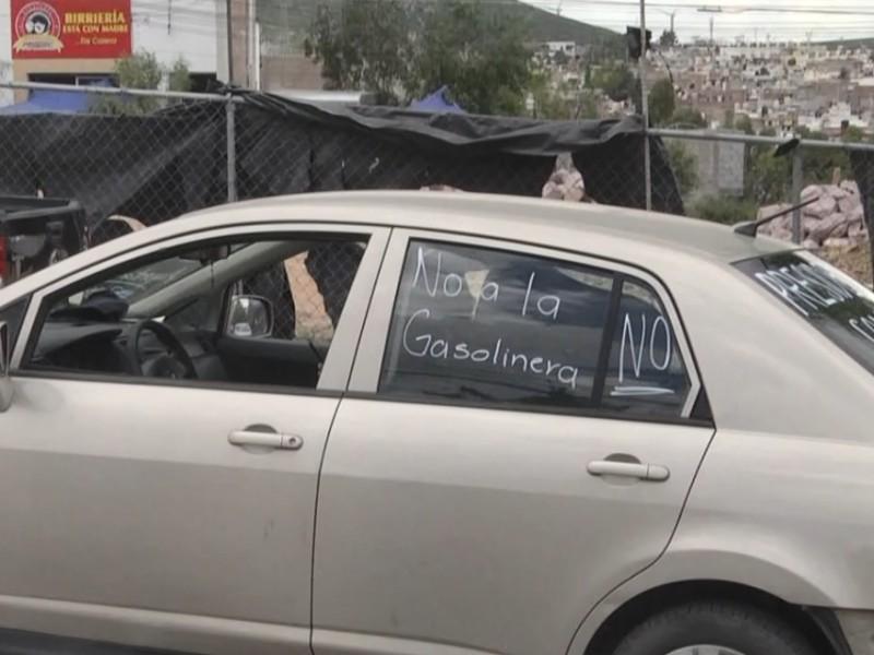 Reanudan proyecto de gasolinera, vecinos se manifiestan
