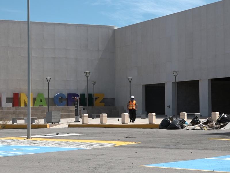 Reanudarán la construcción de plaza metropolitana de Salina Cruz
