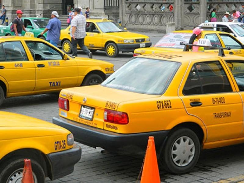 Rebajan a $40 pesos tarifa mínima de taxistas