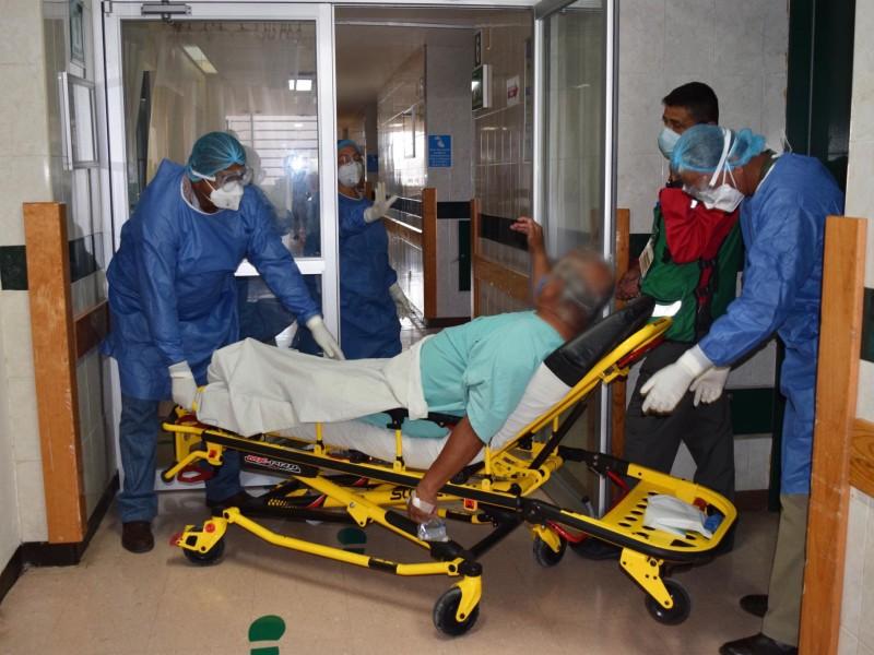 Rebasan hospitales capacidad máxima de pacientes COVID