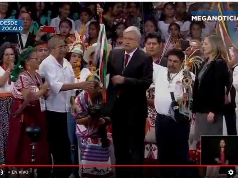 📹Recibe AMLO bastón de mando de pueblos indígenas