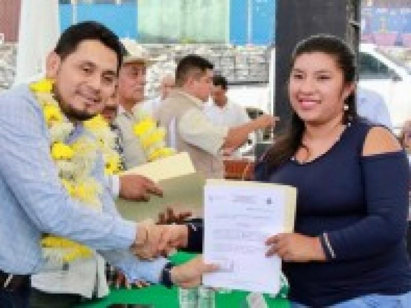 Reciben ciudadanos certificado de nivel básico