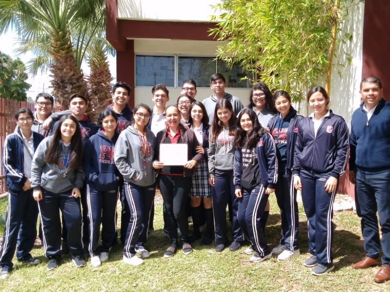Reciben premio por ser mejor escuela mexicana