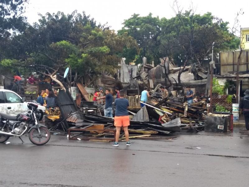Recibirán apoyo afectados por incendio en Tarimoya