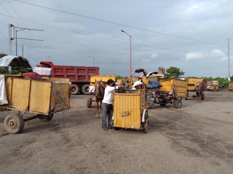 Recolectores de Juchitán realizan bloqueo carretero