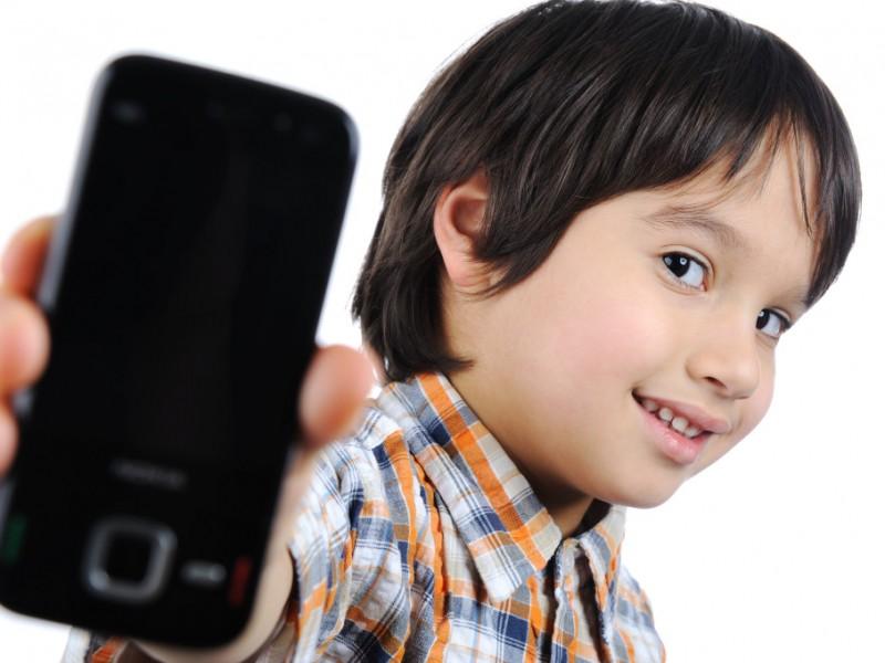 Recomiendan dosificar uso de internet en niños