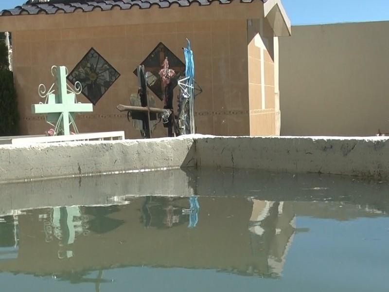 Recomiendan evitar el uso de agua en panteones