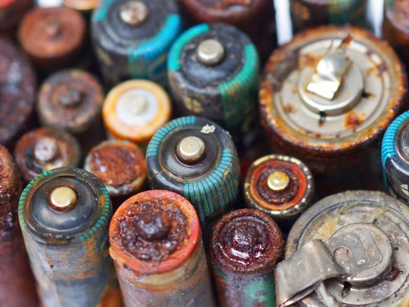Recomiendan pilas recargables para disminuir desechos tóxicos