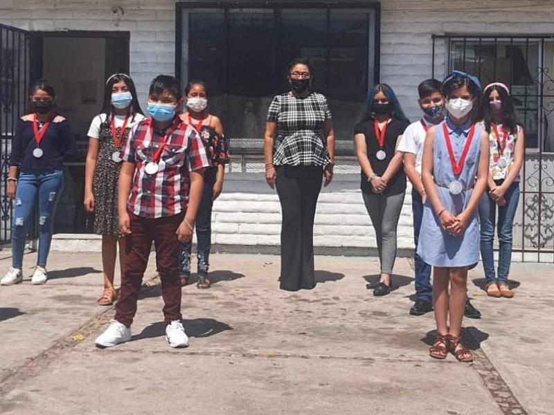 Reconocen a estudiantes destacados de Nogales