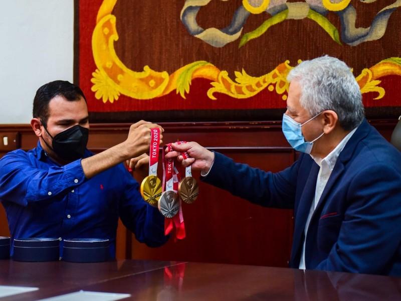 Reconocen a medallista paralímpico xalapeño