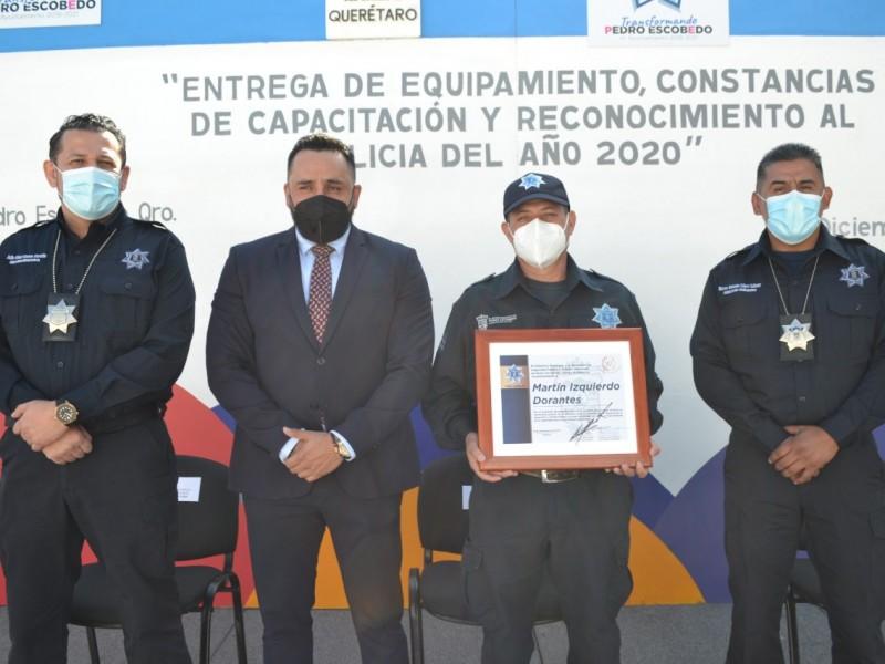 Reconocen a policías de Pedro Escobedo