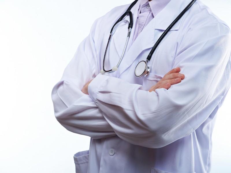 Reconocen déficit de personal médico especializado