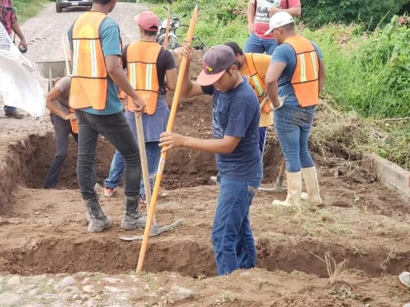 Reconstruyen en Tecuala puente colapsado por lluvias