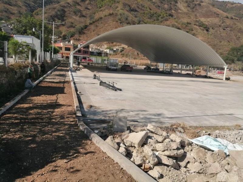 Reconstruyen espacios deportivos en Motozintla
