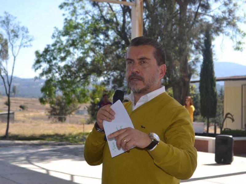 Recorre diputado Hugo Cabrera escuelas vulnerables
