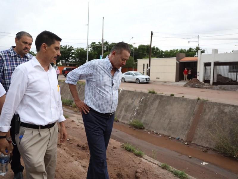Recorre Gobernador, colonias afectadas  en Culiacán.
