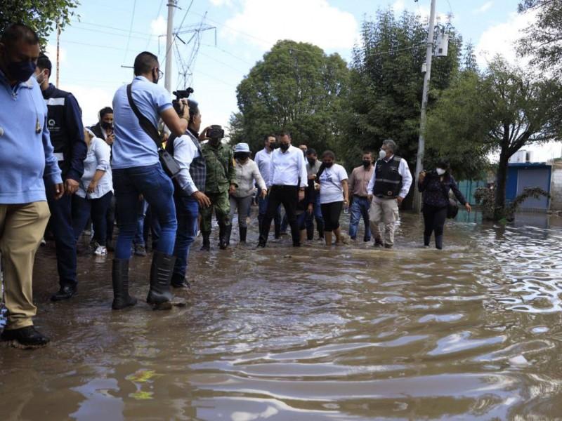 Recorre Mauricio Kuri zonas afectadas por inundaciones en San Juan