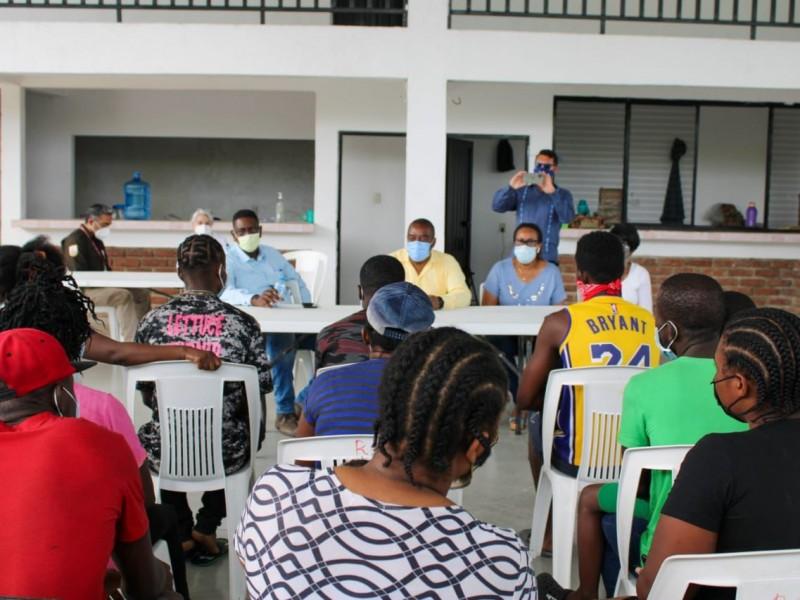 Recorren estaciones migratorias para atender migrantes haitianos