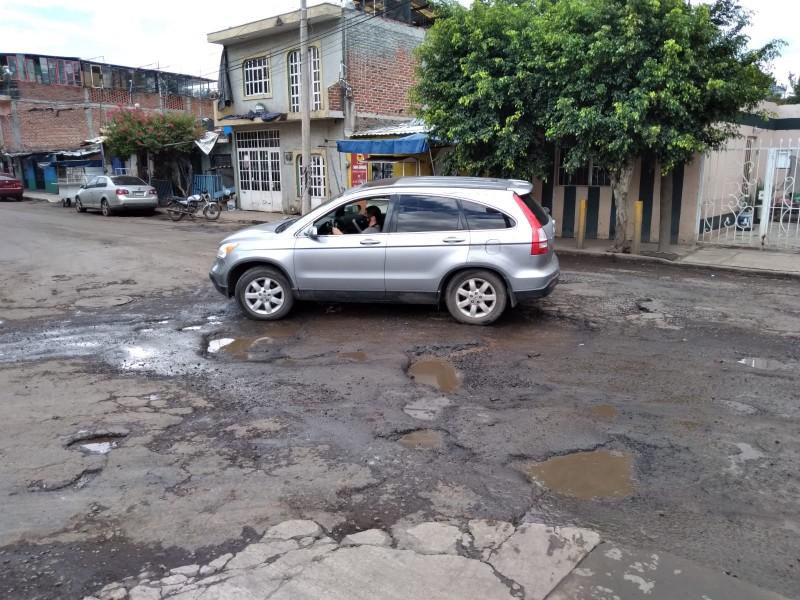 Recursos municipales insuficientes para atender problemas de baches en Zamora
