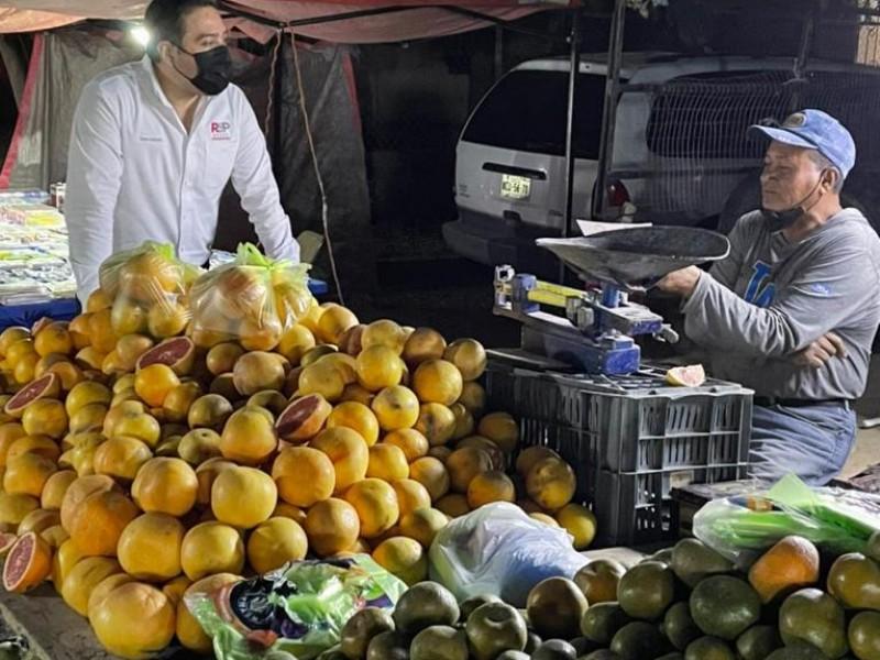 Se compromete Cuauhtémoc Galindo reducir trámites en apoyos económicos