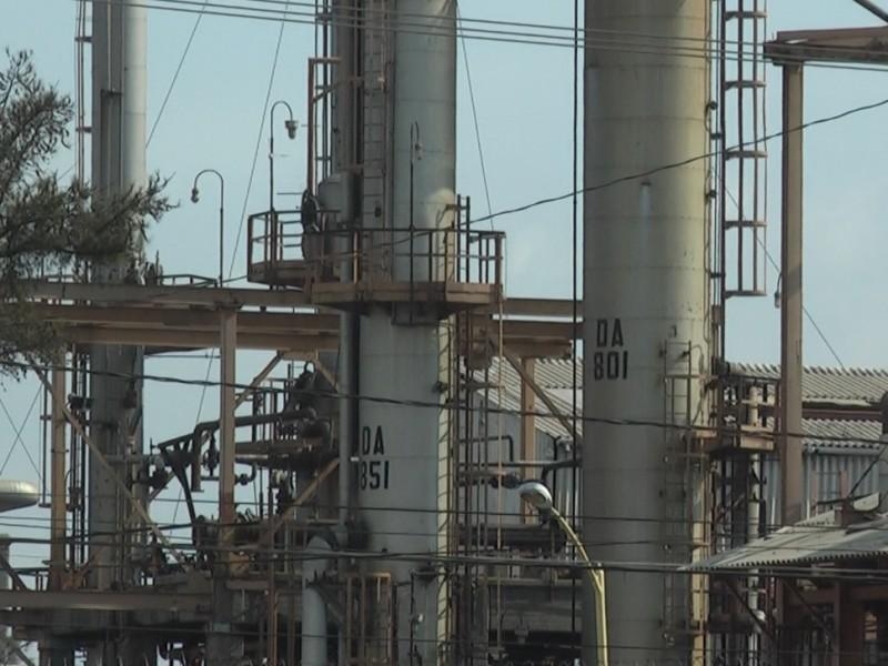 Refinería produce poca gasolina por falta de MTBE