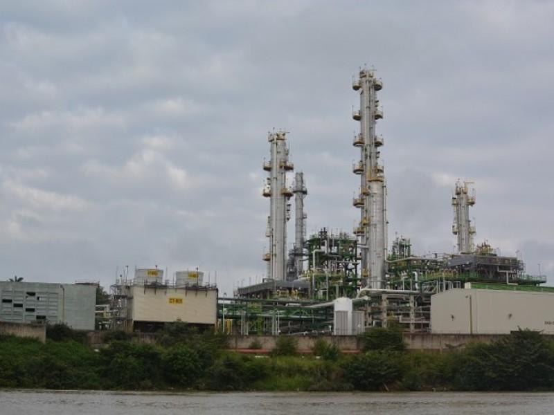 Refinerías en Veracruz dañan al ser humado y medio ambiente