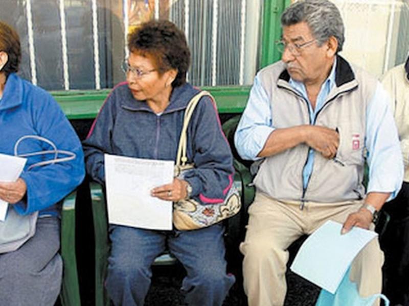 Reforma al sistema de pensiones va en camino correcto: Catedrático
