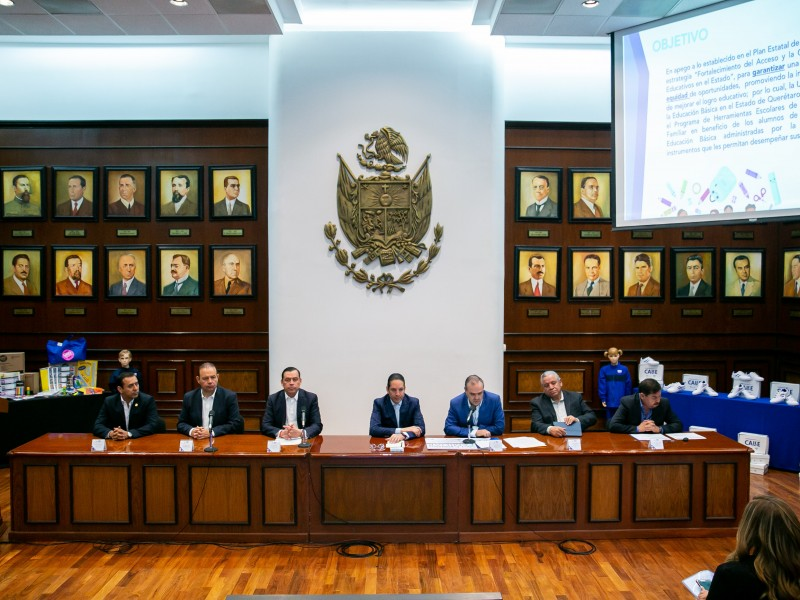 Refrenda Gobernador compromiso con escuelas en Querétaro