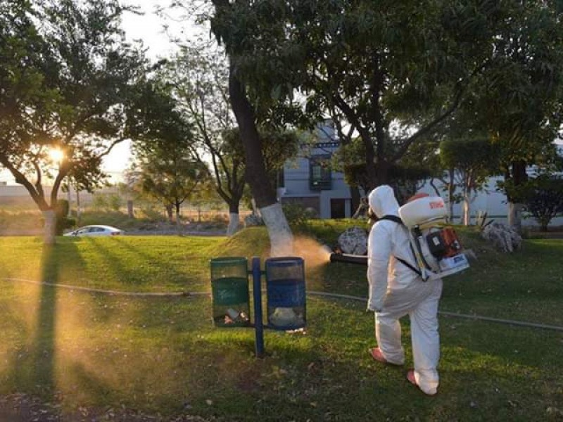 Refuerzan medidas de sanitización en espacios públicos de Jacona