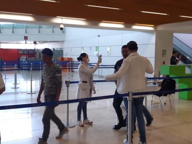 Refuerzan medidas en aeropuerto de Guadalajara por coronavirus