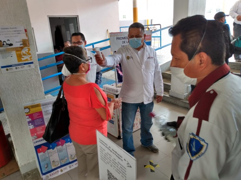 Refuerzan medidas sanitarias en centrales de autobuses
