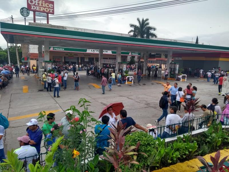 Regalan combustible maestros de la CNTE