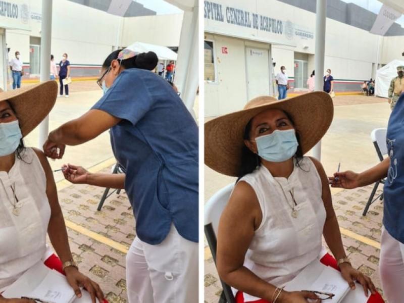 Regidora de Acapulco presume vacuna. Recibe críticas por saltarse fila